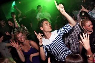 Как снимать в ночных клубах и ресторанах